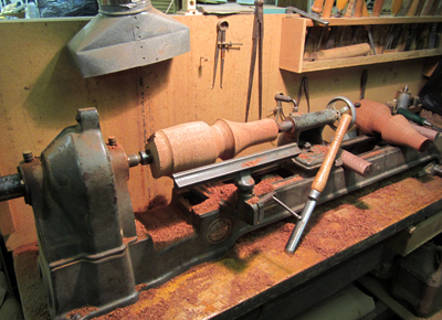 wood lathe station and tools